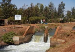 写真=アフリカケニアプロジェクト現地写真(農業用水路)
