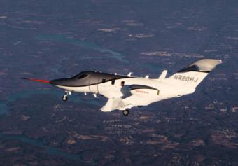 (写真=量産型HondaJet初飛行)