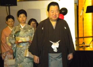 【Newsで一枚】創業100周年記念祝賀会で祝意を受ける岩城修社長