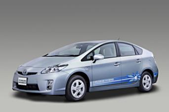 トヨタ自動車はプラグインハイブリッド車を年間数万台規模の販売目指す