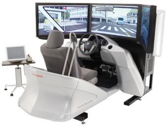ホンダは安全運転教育「四輪ドライビングシミュレーター」をフルモデルチェンジ