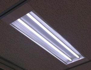 東芝:東急ハンズ新宿店に直管形LEDベースライト1024台を納入